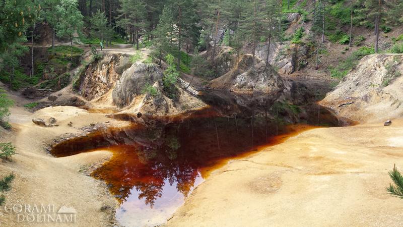 Kolorowe Jeziorka - Purpurowe Jeziorko